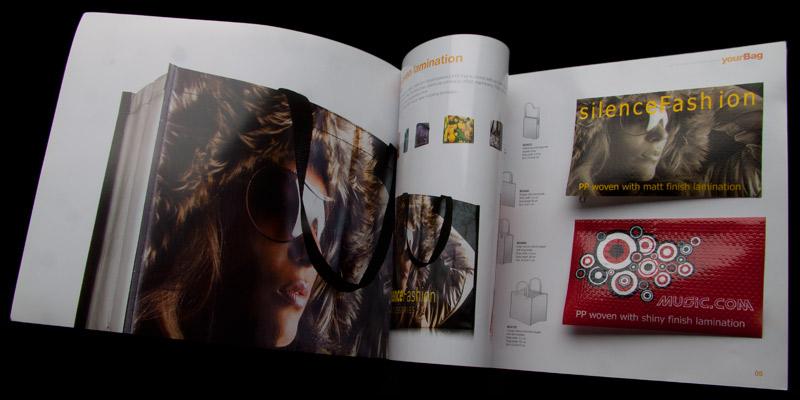 Brochurer med vareprøver og logo tryk